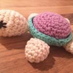 Süße gehäkelte Schildkröte
