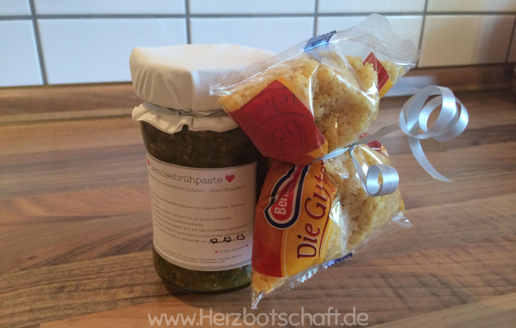 geschenkidee-gemüsebrühpaste-suppennnudeln