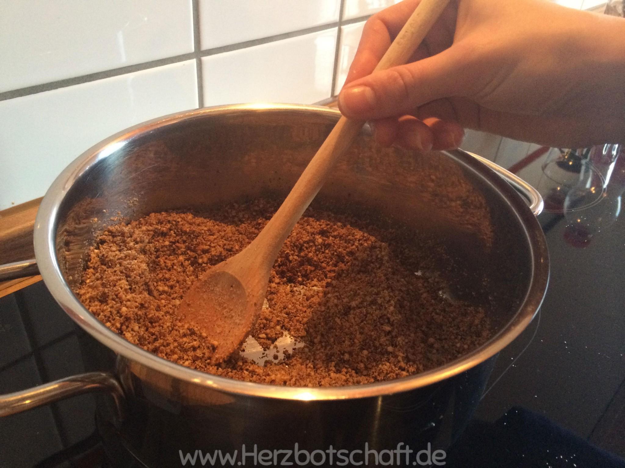 nuesse-roesten-haselnusssirup-herstellen