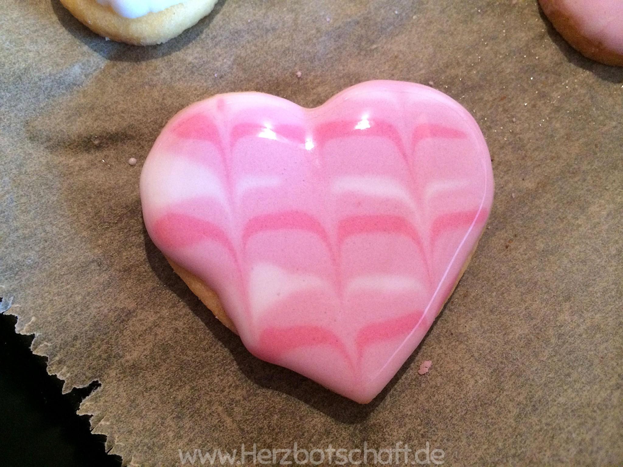 marmorierte-kekse-herzform-anleitung