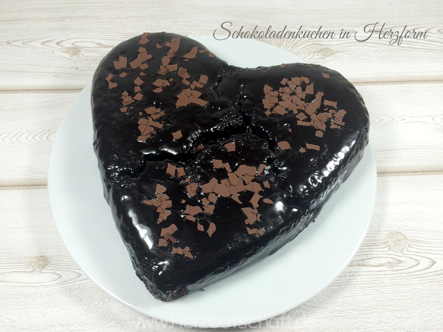 Schokoladentorte in Herzform zum Valentinstag